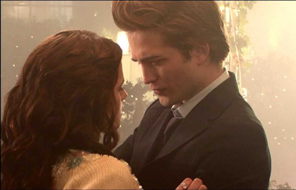 twilight-behind-the-scenes-robert-pattinson-and-kristen-stewart-29871675-1192-768