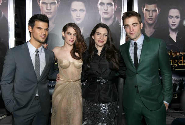 World_Premiere_of_The_Twilight_Saga_Breaking_Dawn_Pa(2).JPG_t607