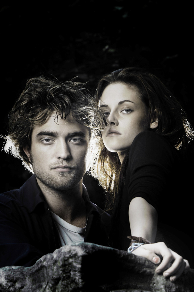 8x12-robert-pattinson-kristen-stewart-rock2