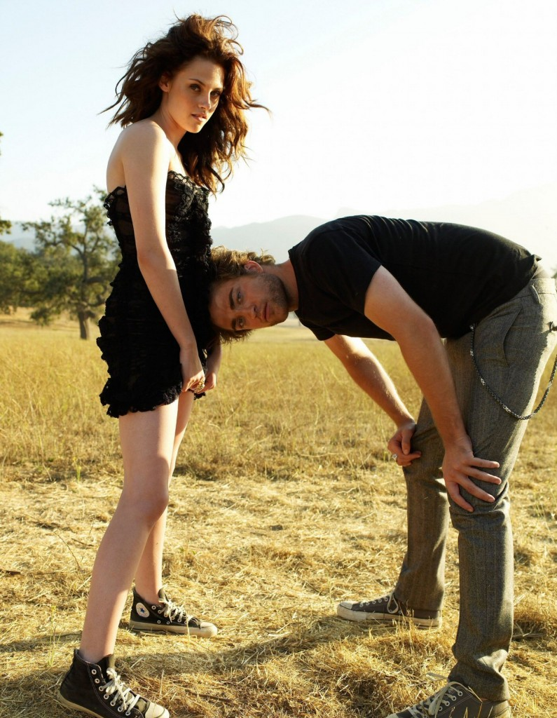 Robert-Pattinson-and-Kristen-Stewart-Vanity-Fair-photoshoot-twilight-series-8916606-1398-1800