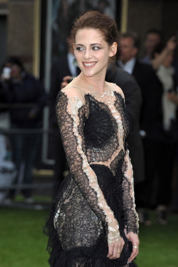 Actress+Kristen+Stewart+attends+the+World+Premiere+of+'Snow+White+And+The+Huntsman'+at+The+Empire+and+Odeon+Leicester+Square